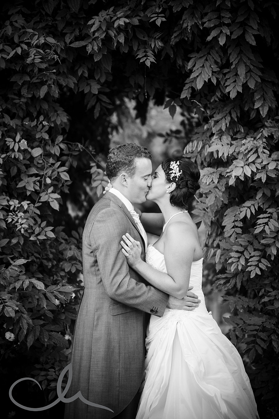 The-Old-Kent-Barn-Wedding-Photography-Darren-&-Tiffany-249