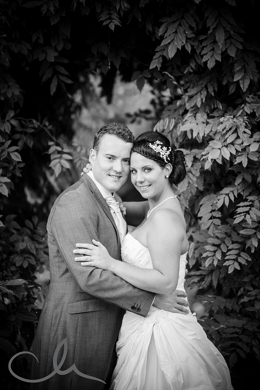 The-Old-Kent-Barn-Wedding-Photography-Darren-&-Tiffany-250