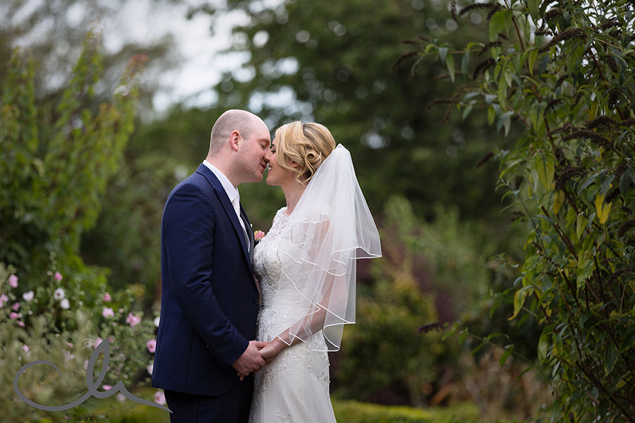 secret-garden-kent-wedding-photos-44